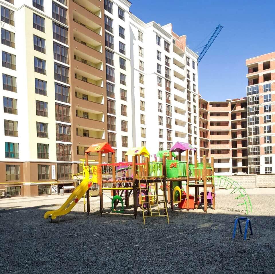 Початок встановлення Дитячого містечка в житловому комплексі «Лісова казка»